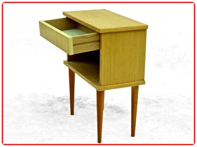 chevet vintage avec tiroir