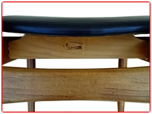chaises Samcom estampillées