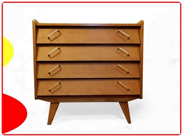 Commode vintage 1960 composée de 4 grands tiroirs inclinés.
