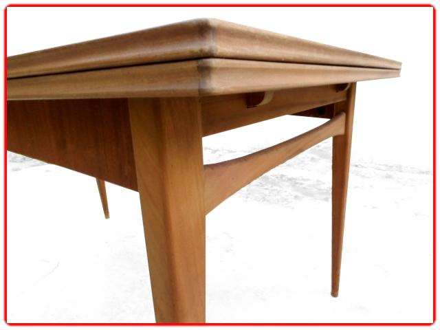 Table de repas scandinave teck