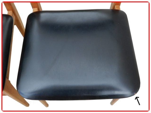 Chaises en teck et skai noir 1960 scandinave