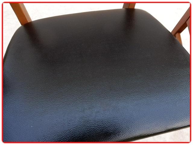 Chaises bois et skaï noir rénovées